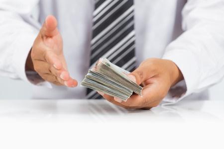 Préstamo y deuda qué sucede cuando no se abona un crédito a termino
